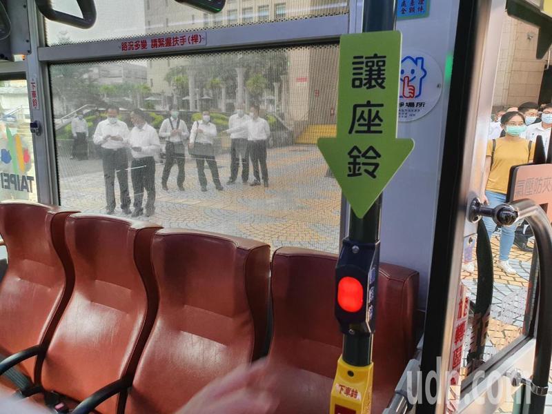 仁愛幹線公車全線28輛車裝設讓座服務鈴,今天啟用。記者楊正海/攝影
