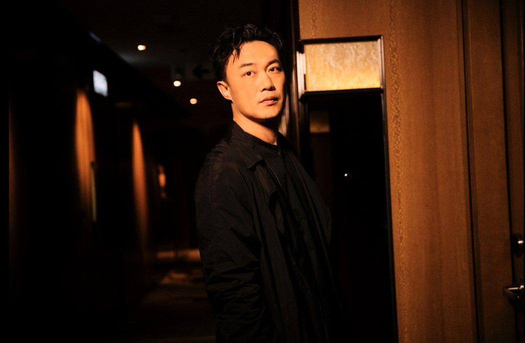 陳奕迅粵語新歌「是但求其愛」化身說書人,唱出愛情的苦思考量。圖/環球唱片提供