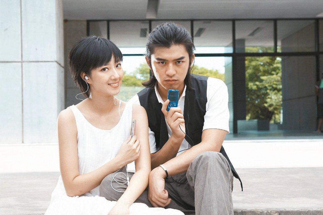 陳柏霖(右)和桂綸鎂將一起頒發「最佳動畫長片」。圖/星之國際提供