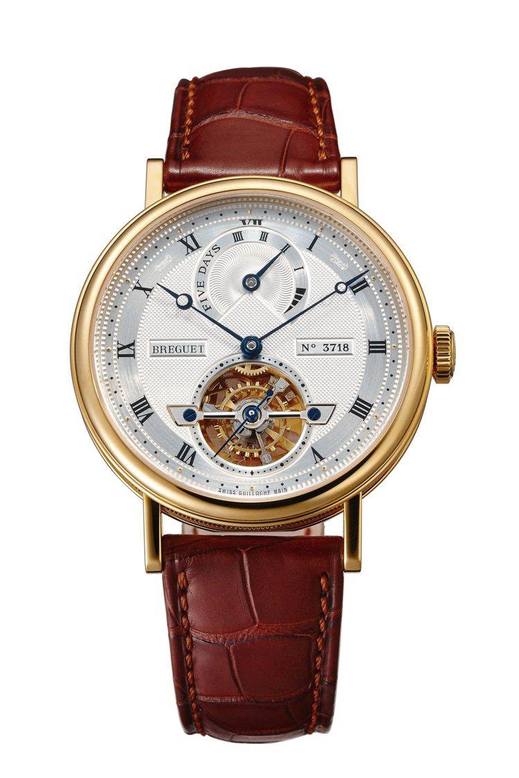寶璣(Breguet)5317五日鍊長動能腕表帶有品牌招牌的複雜功能「陀飛輪」,...