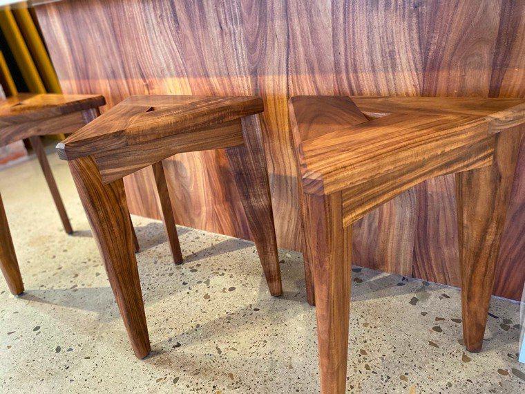 相思樹為材料的造型板凳。圖/朱慧芳提供
