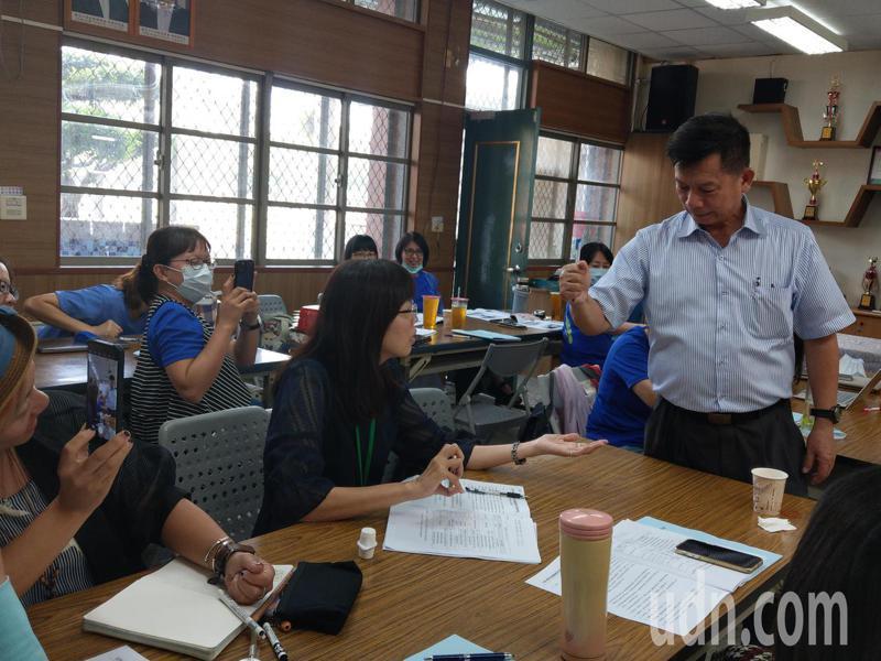 台南市教師會今天舉辦公開觀課及議課,讓更多人了解公開觀議課的意涵及重點。記者鄭惠仁/攝影