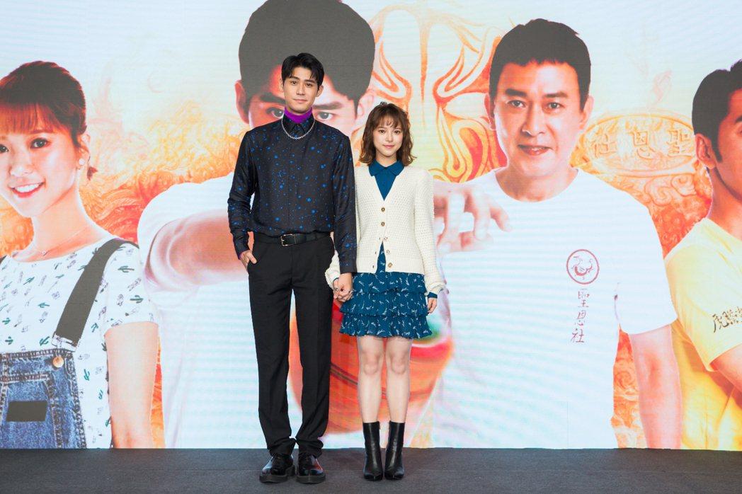 李玉璽(左)、項婕如為主演新戲「神之鄉」宣傳。圖/東森、映畫提供