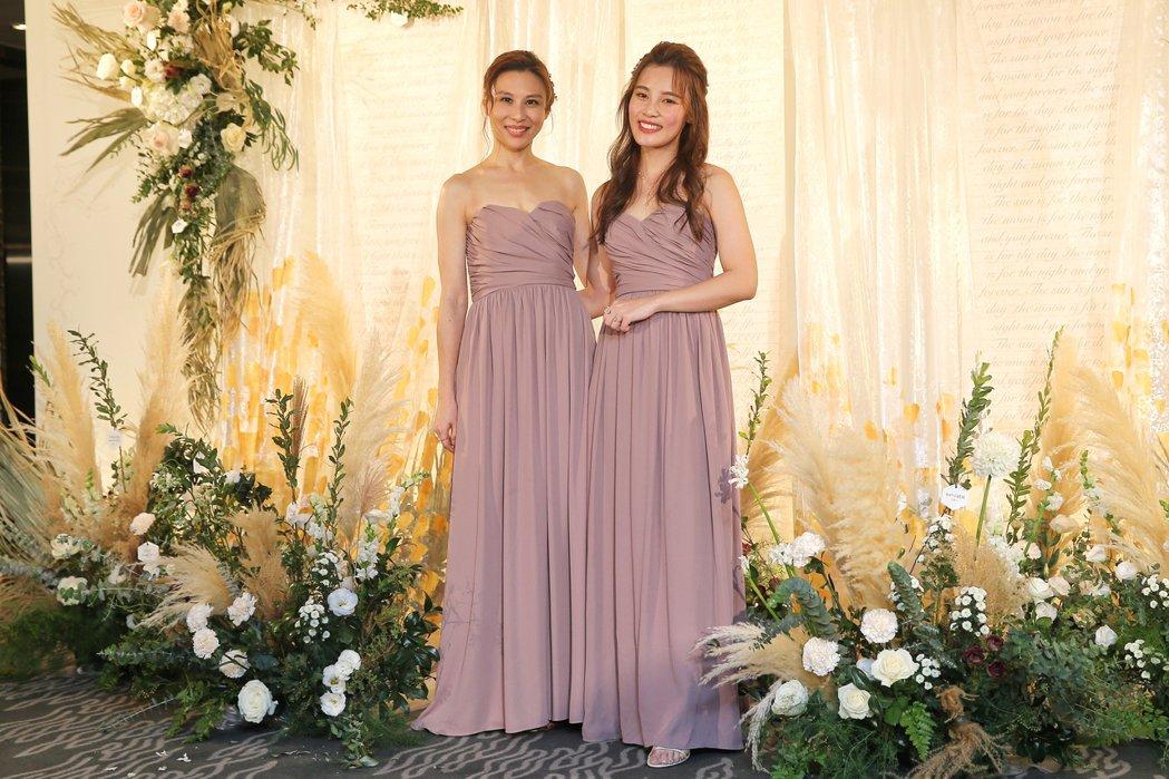 林凡(左)、李佳歡擔任伴娘,送姊妹出嫁。記者林伯東/攝影