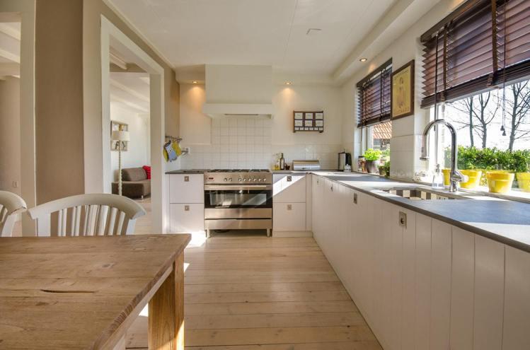 開放式廚房能在空間感更流暢、通風、採光好。圖/摘自pexels