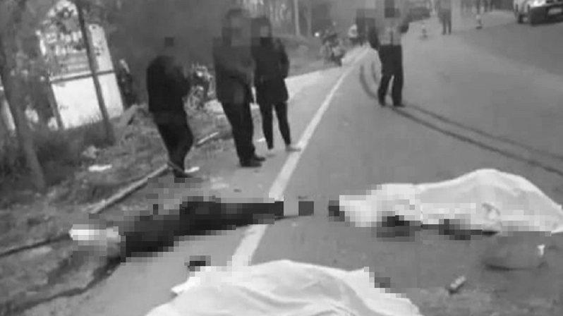 中國河南一家族為家中老父舉辦喪禮,在11月20日與親屬準備將過世家人的遺體送往火葬場,但卻在過程中遇運送砂石的大貨車猛烈撞上。 圖/澎湃新聞
