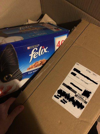 滿心期待的開箱PS5,裡面裝著的竟然是貓飼料。 圖/yonic sleuth @flagwithoutwind
