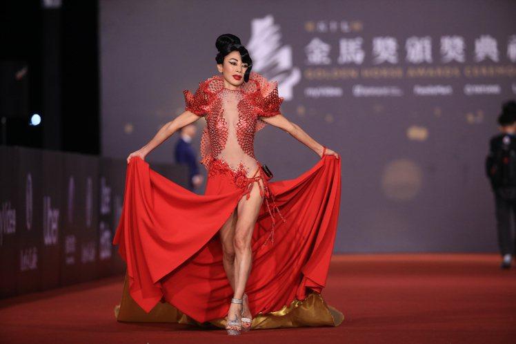 第57屆金馬頒獎典禮,白靈走星光大道。記者林伯東/攝影
