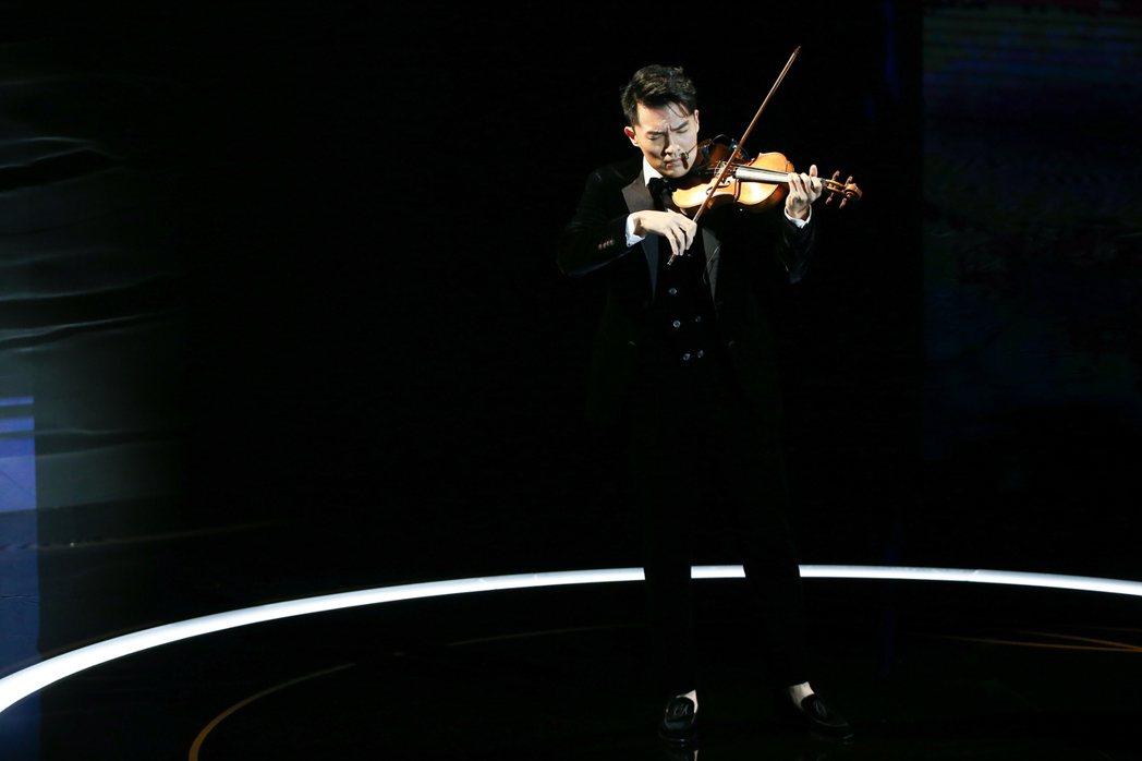 第57屆金馬獎頒獎典禮在國父紀念館舉行,華裔小提琴家陳銳帶來開場表演「永遠的新天...