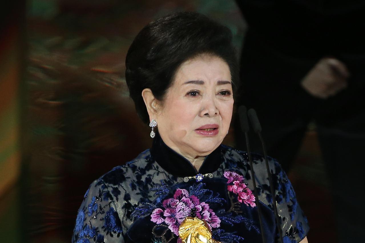 金馬57/陳淑芳奪最佳女配角泛淚 騎馬喊明年不漲價