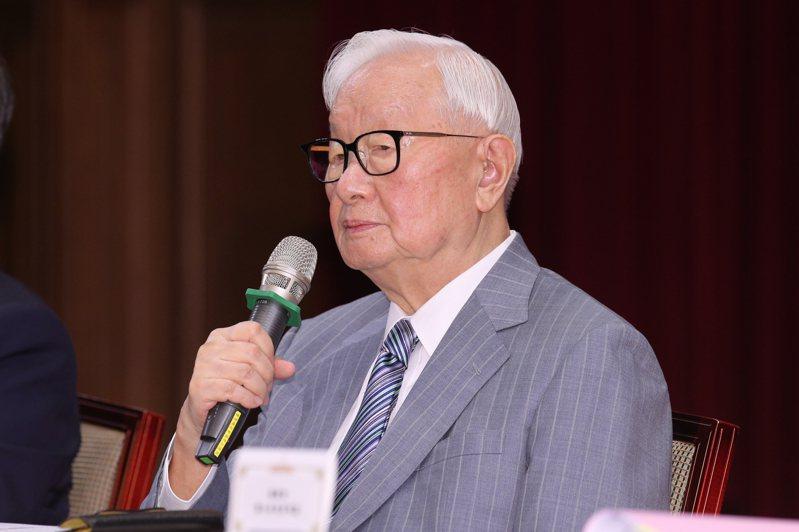 總統府召開APEC會後記者會,代表蔡英文總統出席視訊會議的台積電創辦人張忠謀接受媒體記者提問。 聯合報系記者許正宏/攝影