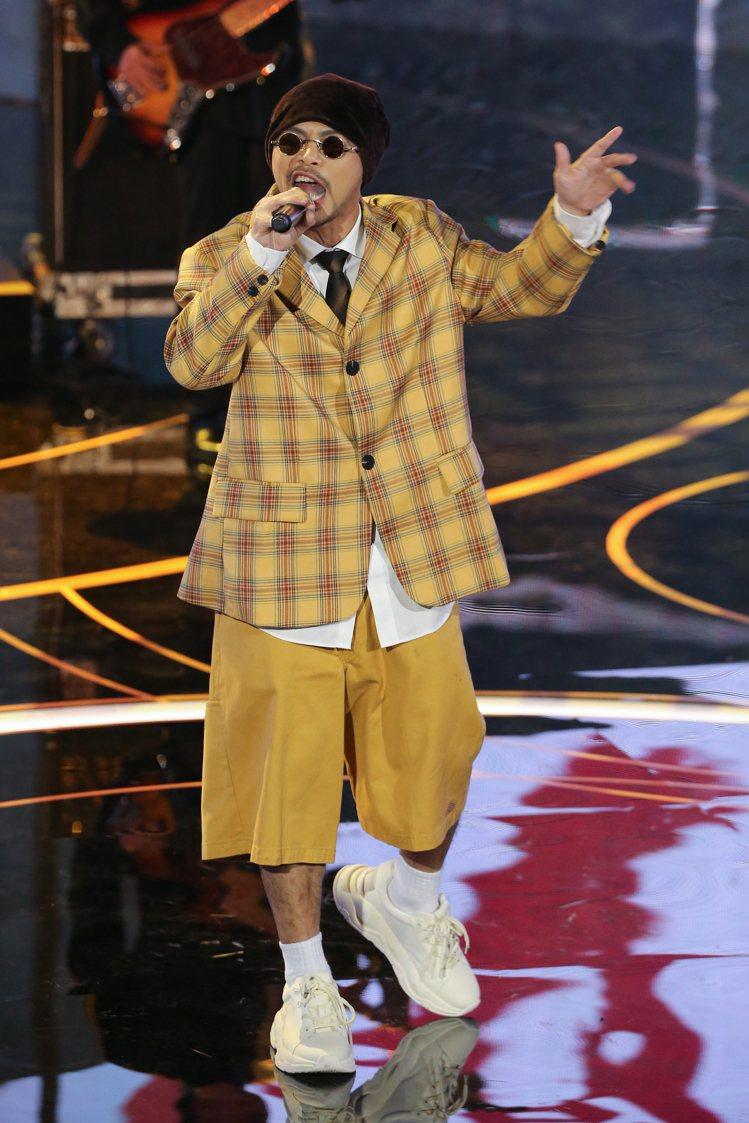 第57屆金馬獎頒獎典禮在國父紀念館舉行,黃明志帶來表演「小鮮肉變男子漢」。記者季...