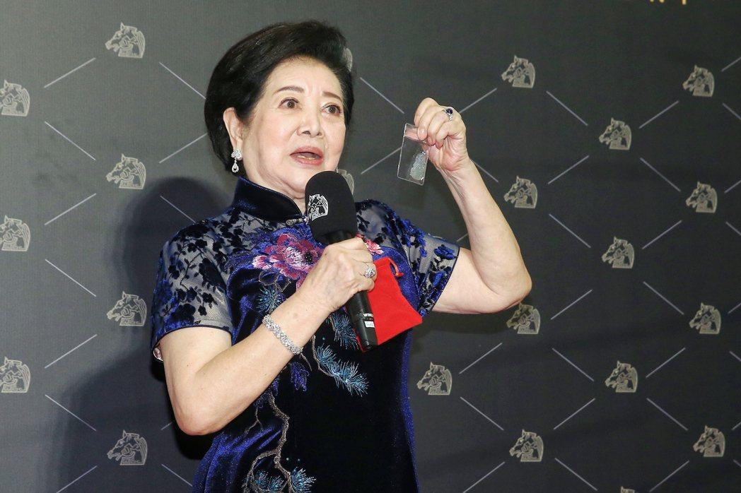 第57屆金馬獎頒獎典禮在國父紀念館舉行,最佳女主角由《孤味》陳淑芳獲得,現場分享...