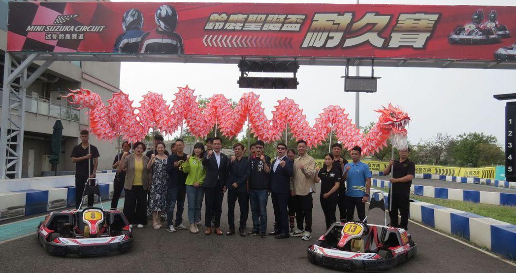 「第五屆巨蛋盃、第一屆草衙盃直排輪推廣賽」是全台灣唯一一個在賽車道上進行直排輪比...