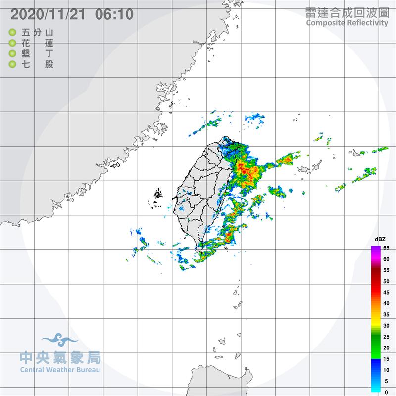 東北風受地形抬升產生的滯留性回波,影響大台北及東北部,東半部近海則有回波消長。大台北及東半部皆有降雨,東北部雨量較多。圖/取自氣象局網站