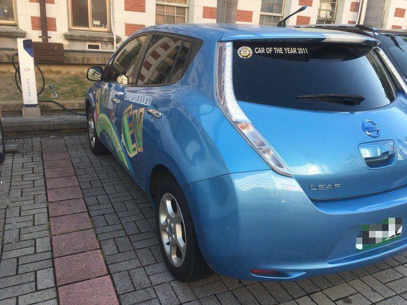 台中市多管齊下打造電動車友善環境,截至今年10月底,台中市電動汽車充電站587站,數量全國第一,電動機車充電站724站,數量全國第二。圖/台中市環保局提供
