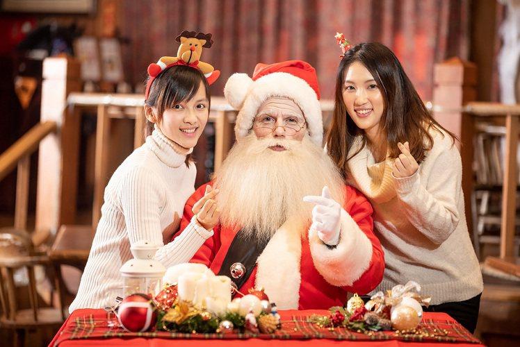 來自北國耶誕老公公將乘著雪橇進駐六福村白雪小屋。圖/六福村提供