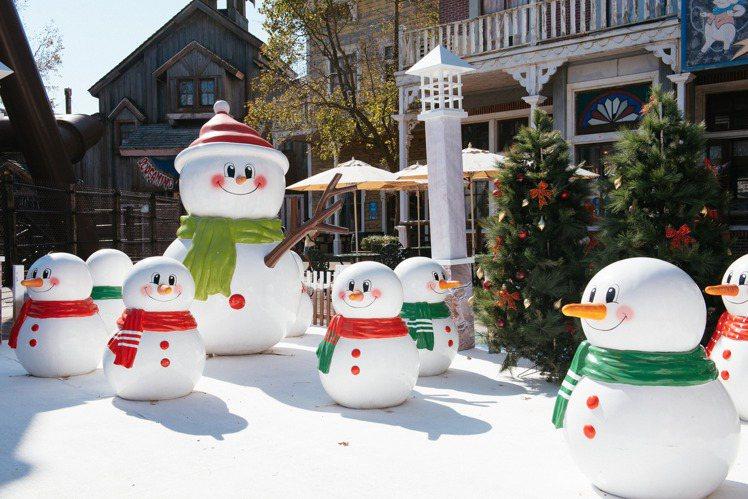 歲末年終全台瘋耶誕,六福村打造歡樂白雪耶誕村。圖/六福村提供