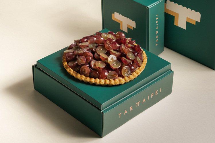 TART TAIPEI八吋水果塔─巨峰葡萄巧克力塔。圖/TART TAIPEI提...