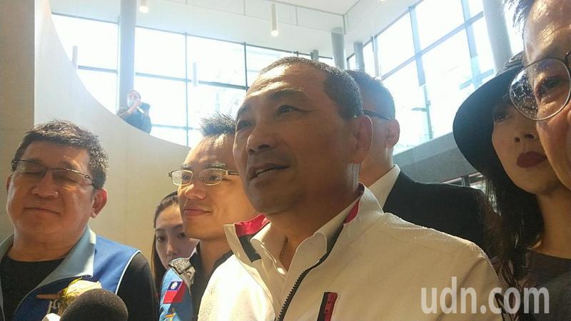 新北市長侯友宜今天表示,環狀線有簽契約,一切就照法律與契約來走。記者江婉儀/攝影