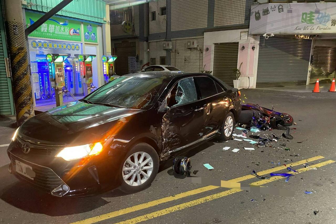 影/現役軍人休假返家遇死劫 騎機車直行撞上右轉轎車