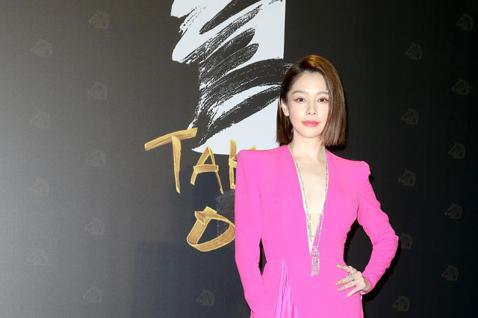 第57屆金馬頒獎典禮,徐若瑄走星光大道。