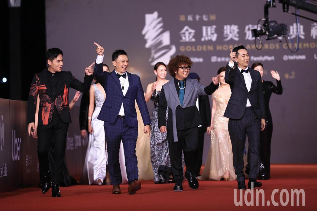 第57屆金馬頒獎典禮,黃信堯(左二)、納豆(右二)、鄭人碩(左一)走星光大道。記...