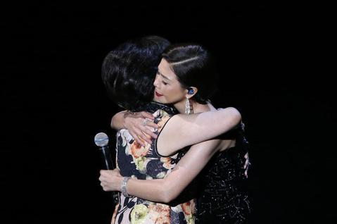 第57屆金馬獎頒獎典禮在國父紀念館舉行,陳淑芳與于子育演唱入圍最佳原創電影歌曲《孤味》。