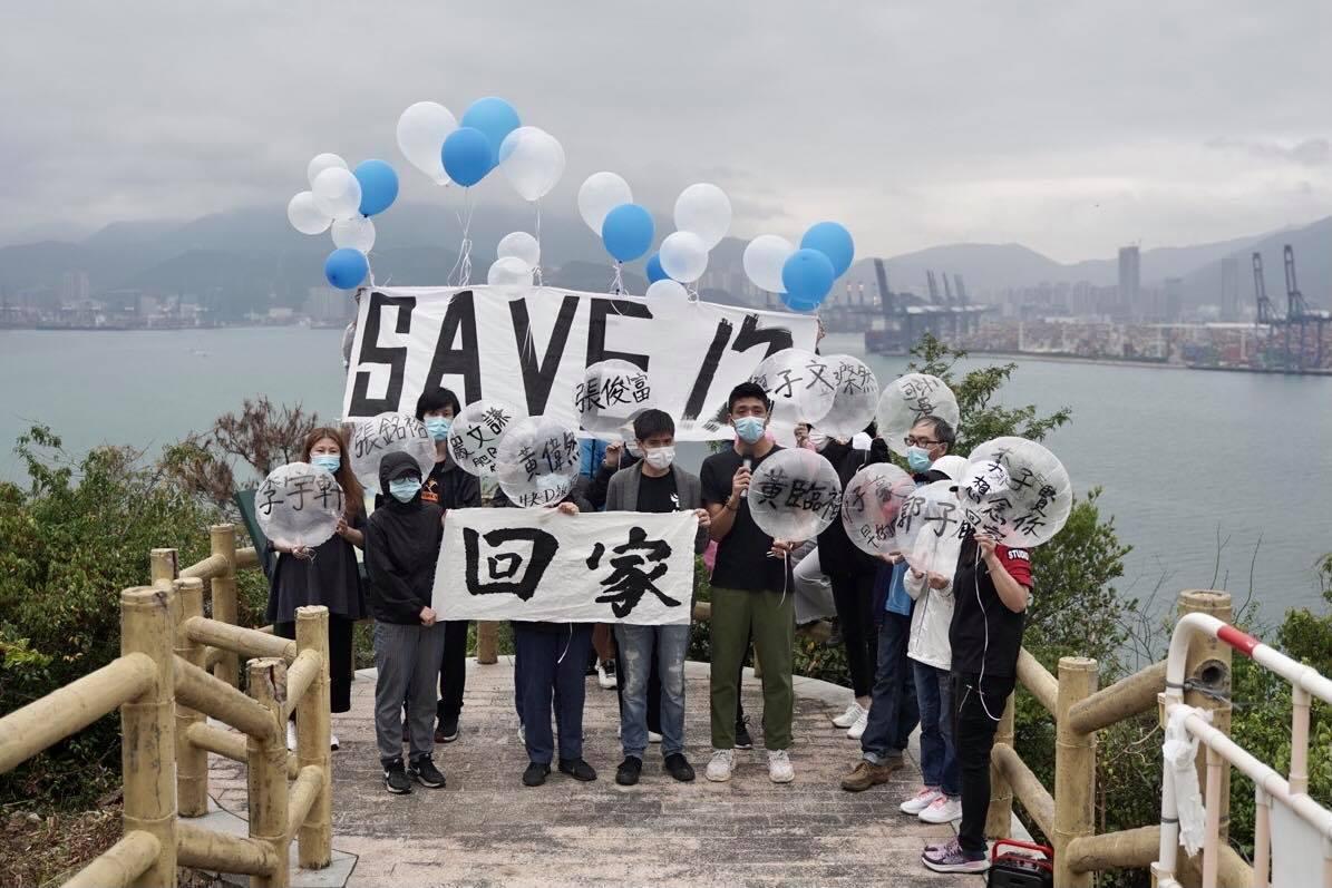 12名偷渡港人被扣押90日 家屬到吉澳山放氣球