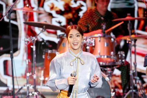 第57屆金馬獎頒獎典禮在國父紀念館舉行,李霈瑜與瘦瘦英雄演唱入圍最佳原創電影歌曲的Lost and Found《消失的情人節》。