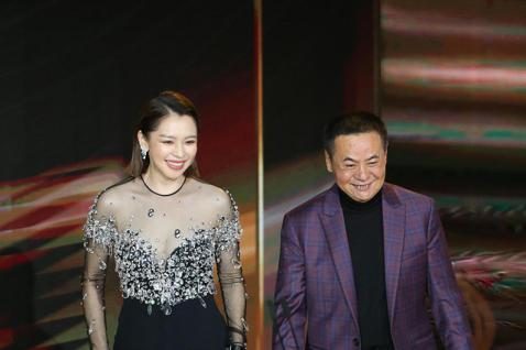 第57屆金馬獎頒獎典禮在國父紀念館舉行,蔡振南與徐若瑄擔任頒獎人。