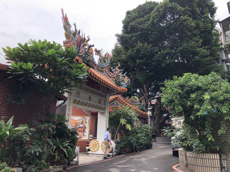 古亭站巷弄裡的福德爺長慶廟,已有200年歷史。記者潘永鴻/攝影