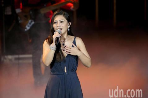 第57屆金馬獎頒獎典禮在國父紀念館舉行,艾怡良演唱多首華語電影中膾炙人口的英文老歌。
