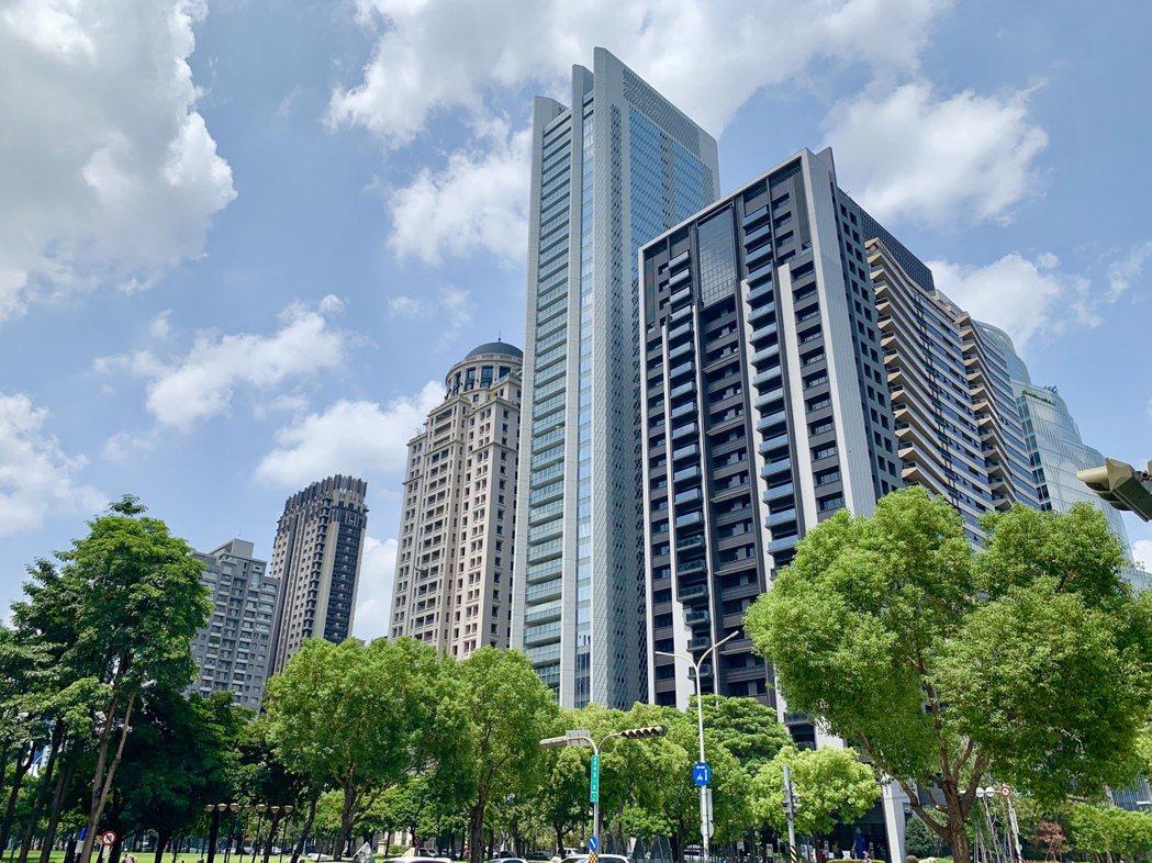 台中七期億元級豪宅今年以來有18筆成交、年增20%,與前年九筆相比更是翻倍衝,熱...