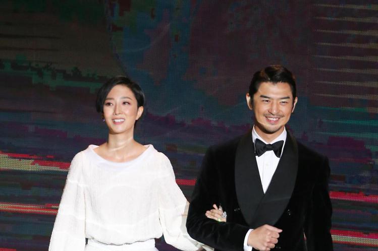 第57屆金馬獎頒獎典禮在國父紀念館舉行,陳柏霖與桂綸鎂擔任頒獎人。