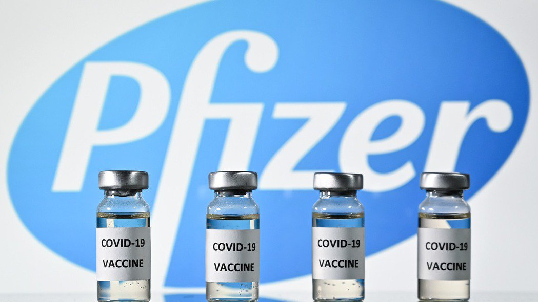 第一批輝瑞疫苗最快下月能讓美國特定人群施打。(法新社)