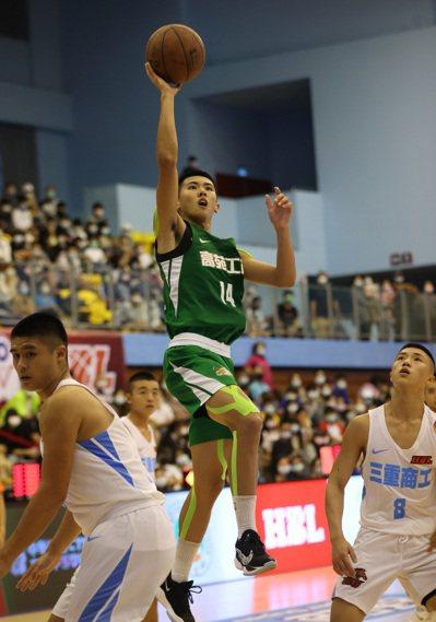 高苑高三隊長王禹承投進7顆三分球,獲生涯新高的33分。圖/高中體育總會提供