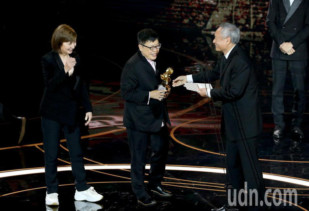 第57屆金馬獎頒獎典禮在國父紀念館舉行,《消失的情人節》獲頒最佳劇情長片,李烈(...