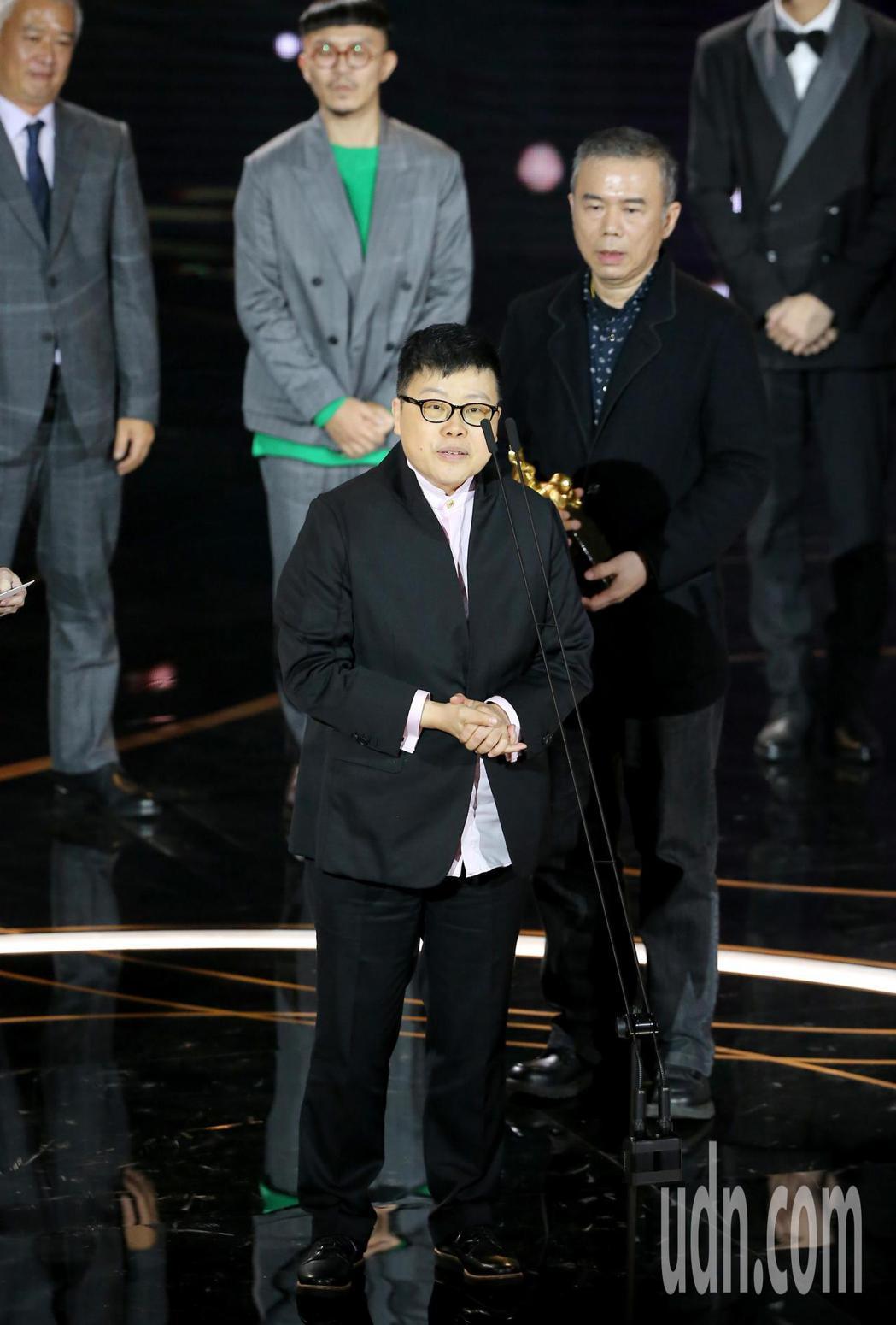 第57屆金馬獎頒獎典禮在國父紀念館舉行,《消失的情人節》獲頒最佳劇情長片,葉如芬...