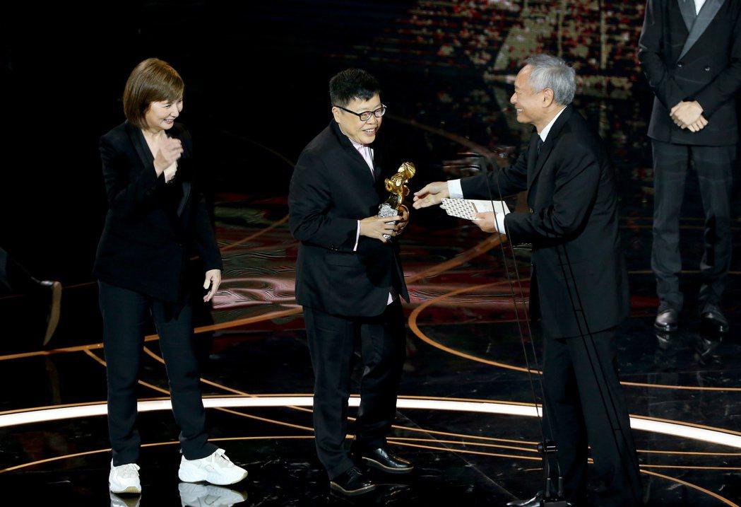 第57屆金馬獎頒獎典禮在國父紀念館舉行,《消失的情人節》獲頒最佳劇情長片,李烈(