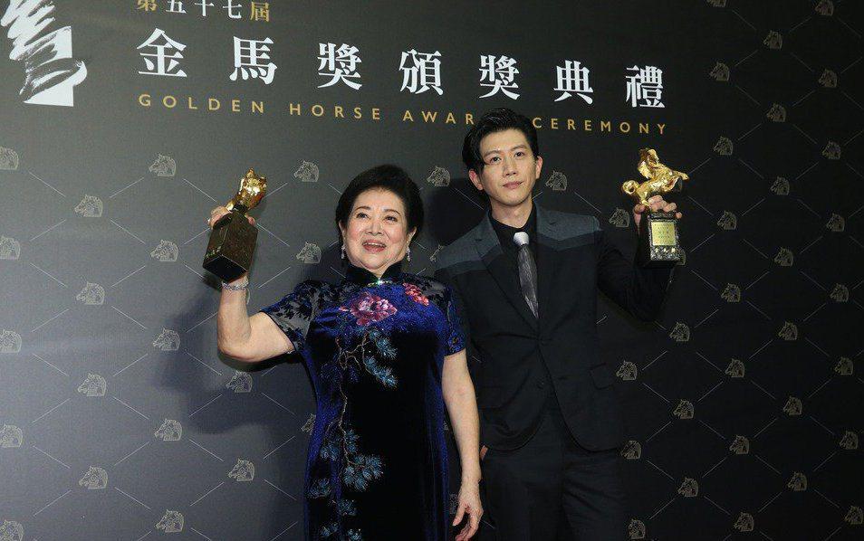 已在台北電影節奪得影帝的莫子儀,再度以《親愛的房客》封帝;高齡81歲的陳淑芳首次...