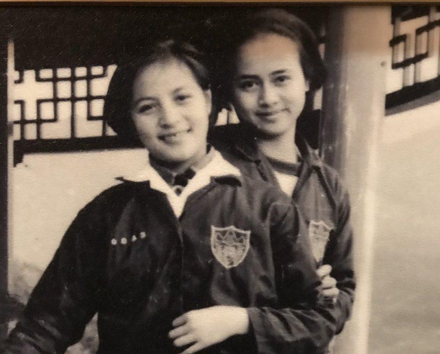 少女時代的湯蘭花(右),已是十足清秀佳人模樣。 圖/取自50+(Fifty Pl...