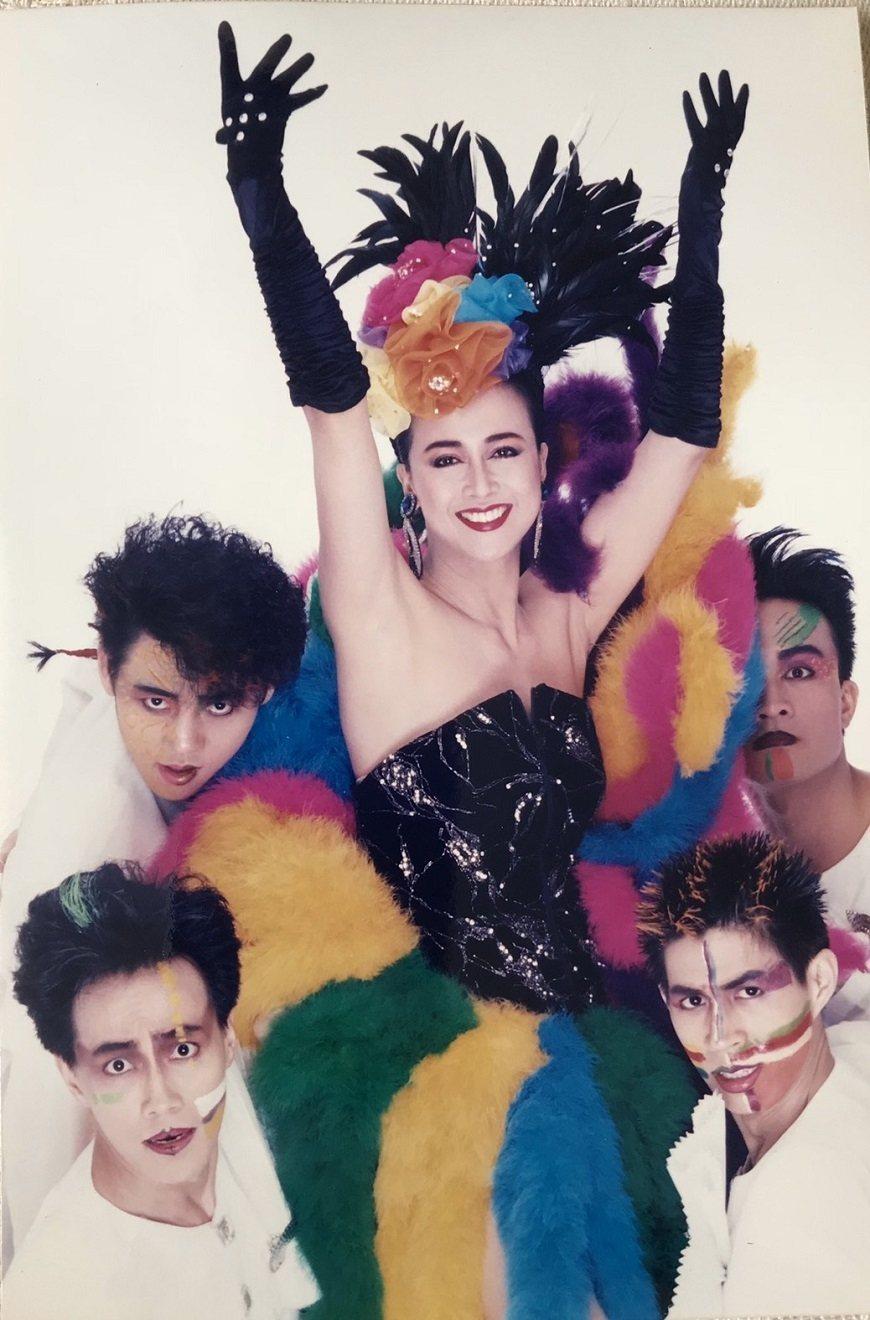挑戰自己不擅長的歌舞表演,也是湯蘭花演藝生涯的一大突破。 圖/取自50+(Fif...