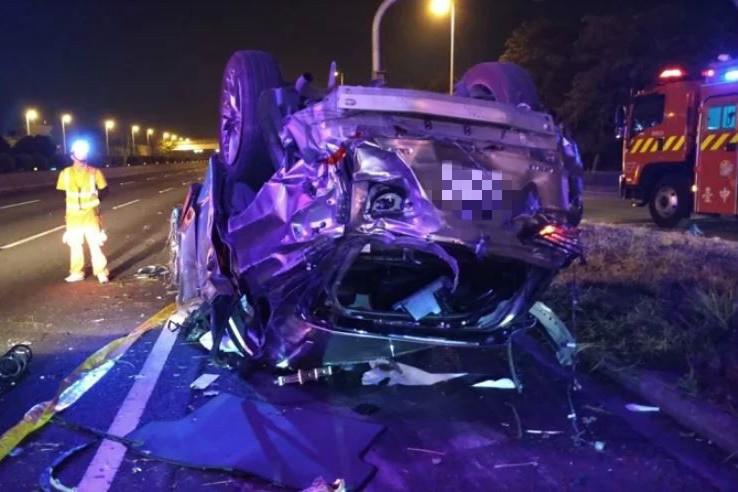 影/國道一號4死2傷重大車禍 休旅車過彎翻車6人全飛車外
