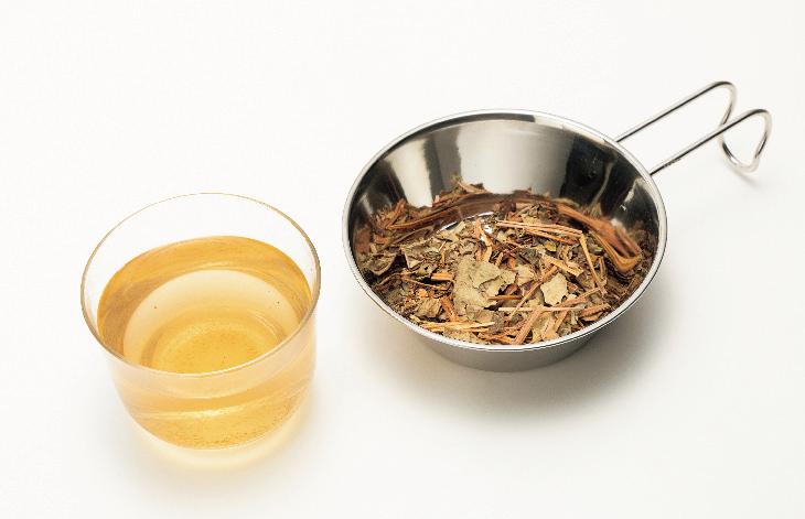 魚腥草茶,以乾燥魚腥草葉製成。可當草本茶飲用。 圖/摘自《選茶.泡茶.品茶,好茶...