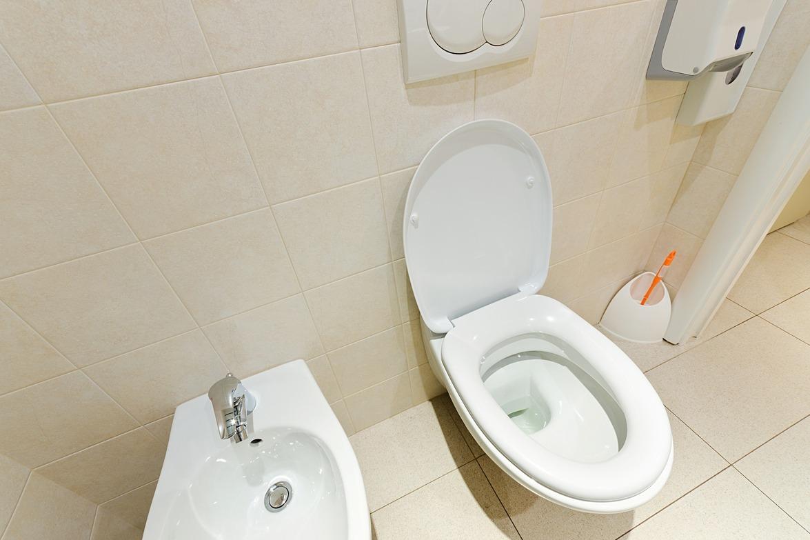 公司上廁所「必須填登記表」他不敢一直喝水!原因曝光網勸:快逃