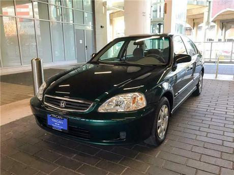 2000年車廠的Honda Civic 里程數竟不到1萬公里!