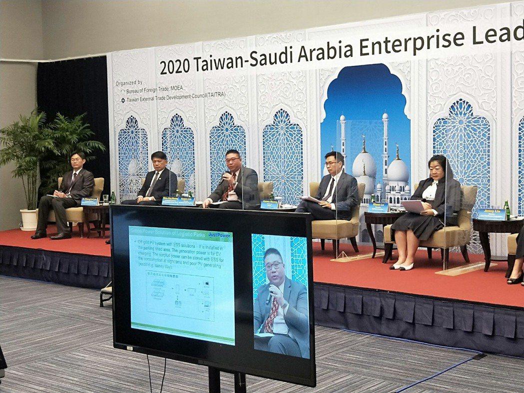 創揚科技總經理李泰安(中)參與貿協董事長黃志芳主持的沙烏地阿拉伯雙邊企業家峰會對...