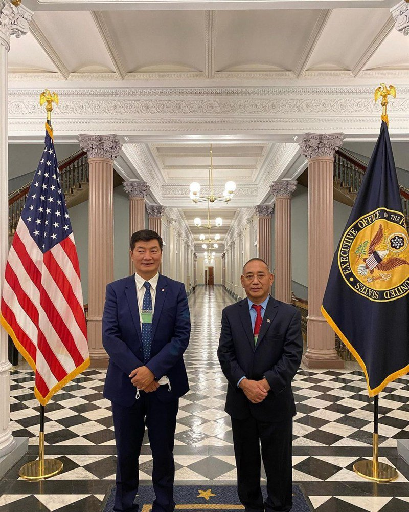 西藏流亡政府首長洛桑森格(左)20日應邀正式訪問美國白宮。(圖取自instagram.com/lobsang.sangay)