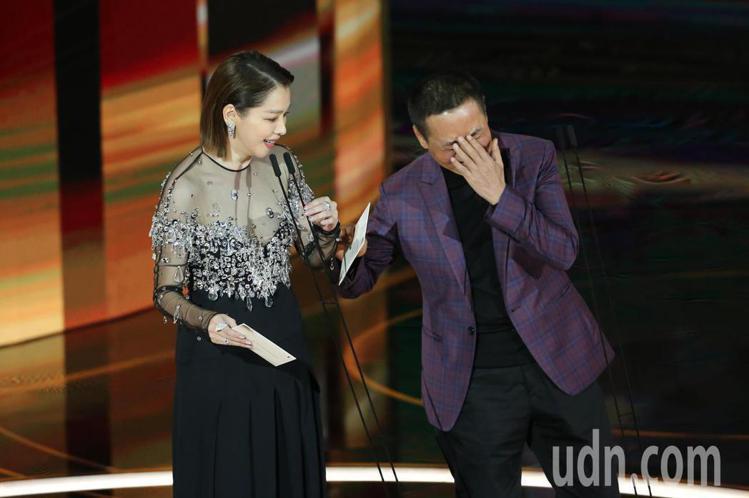 蔡振南(右)與徐若瑄擔任頒獎人。記者季相儒/攝影